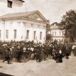 Крестный ход со св. мощами преп. Серафима вокруг Успенского собора.